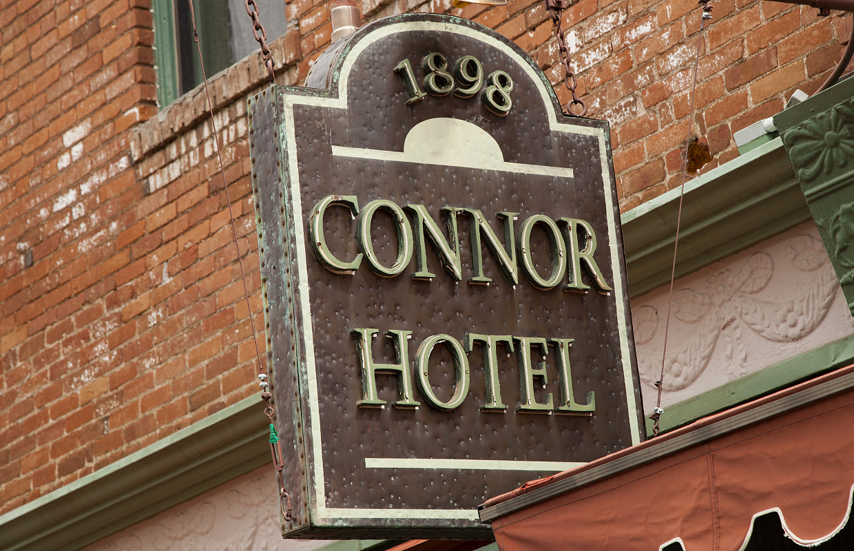 connor-hotel-sign
