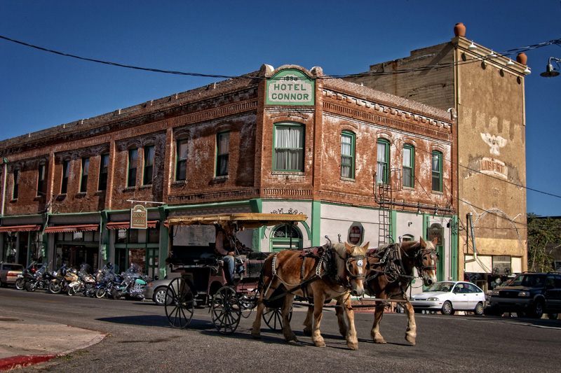 a horse and buggy harkens back to the old days in jerome arizona in front of the Connor Hotel and Spirit Room