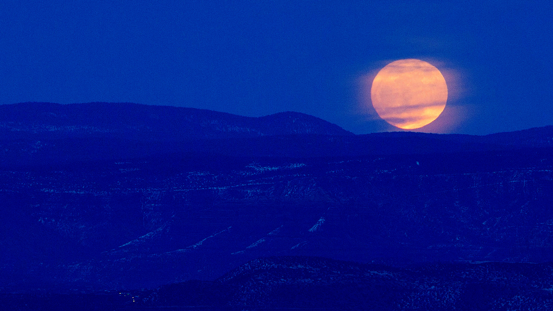 full moon rises over the verde valley